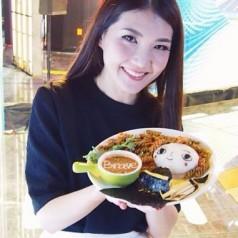 Elle fait de l'art avec de la nourriture