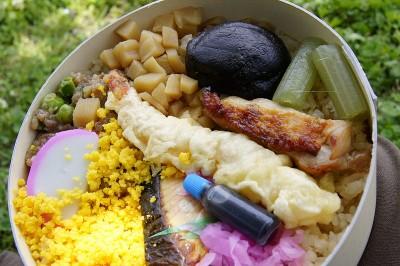 Le bento japonais est un format de déjeuner traditionnel à emporter.
