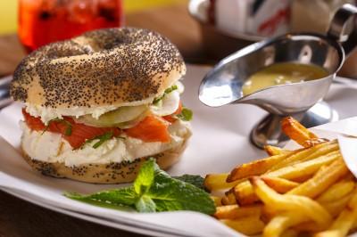 My Pop Cie Burgers, ou l'Amérique vue sur Seine, bagel, saumon, frites