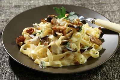 recette-e12988-tagliatelle-au-gorgonzola-champignons-poeles-et-noix